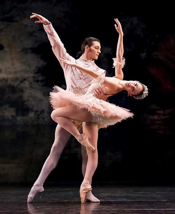 Natasha Oughtred. Bailarina