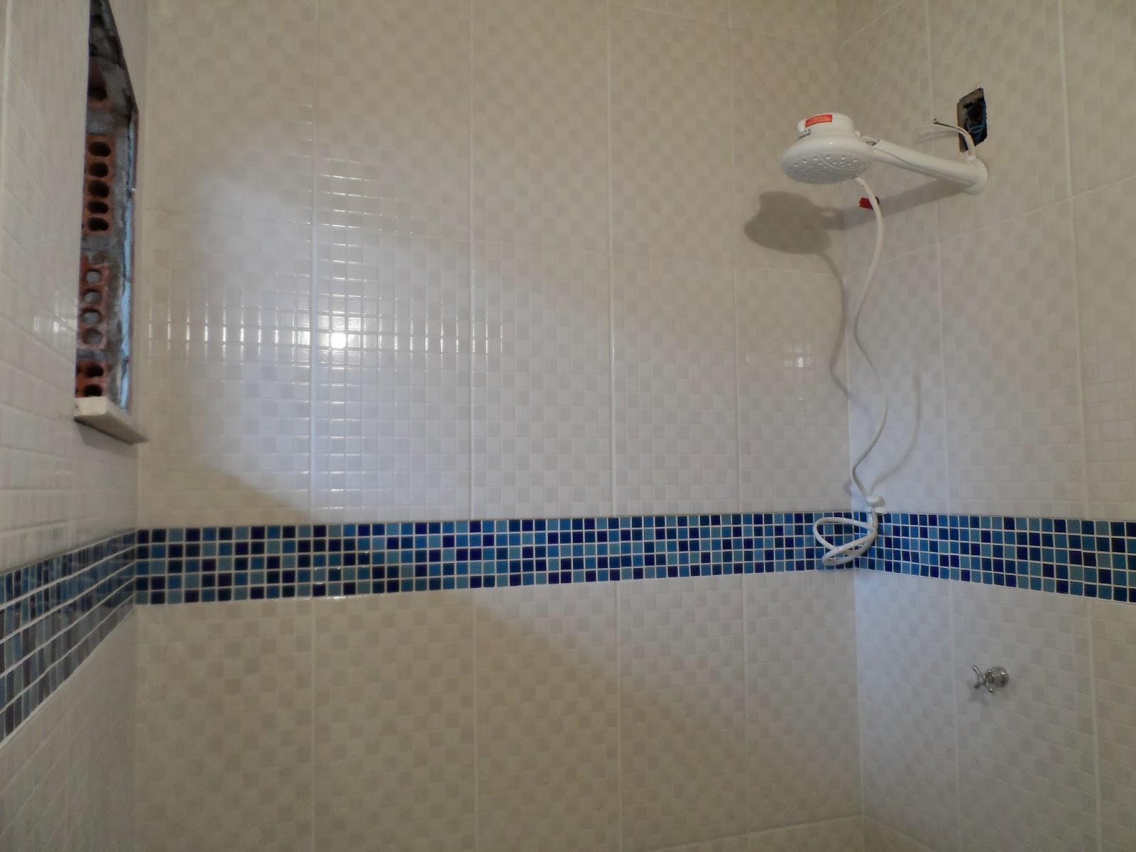 Minha casa te inspira: Banheiro azul e Branco #314863 1600x1200 Banheiro Azul Escuro E Branco