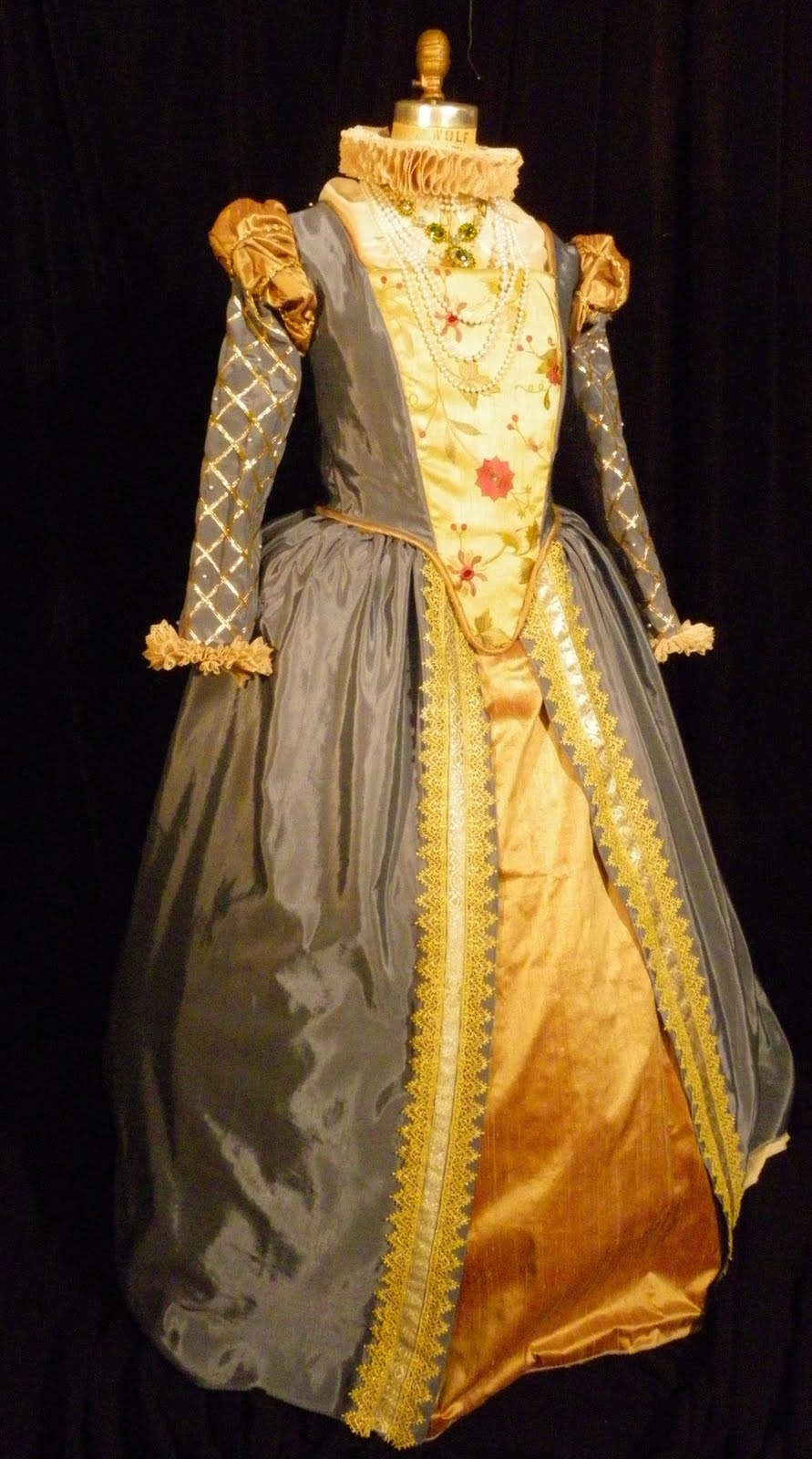 Dolls Houses And Miniatures Tudor Dress