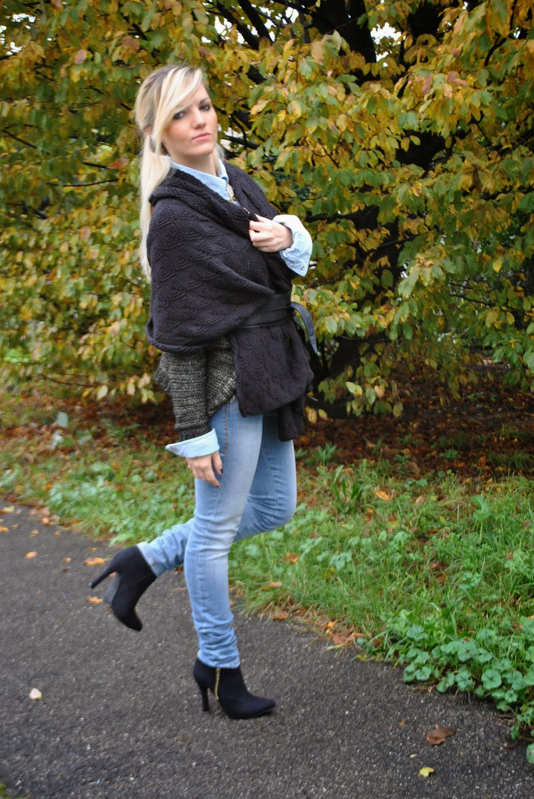outfit outfit autunnali outfit novembre 2014 outfit casual outfit casual autunnali outfit jeans fornarina botton up camicia di jeans e mantella nera mantella nera fermata in vita con cintura fisciacca how towear cape autumnal outfit cape and jeans denim shirt fornarina jeans ankle boots fashion blog italiani fashion blogger italiane fashion bloggers italy mariafelicia magno mariafelicia magno fashion blogger colorblock by felym majique collana etnica majique majique london necklace pimkie boots italian girls ragazze bionde fashion blogger bionde blonde girls jeans e tacchi abbinamenti jeans e tacchi jeans and heels mantella nera black cape jeans heels and black cape jeans tacchi e mantella