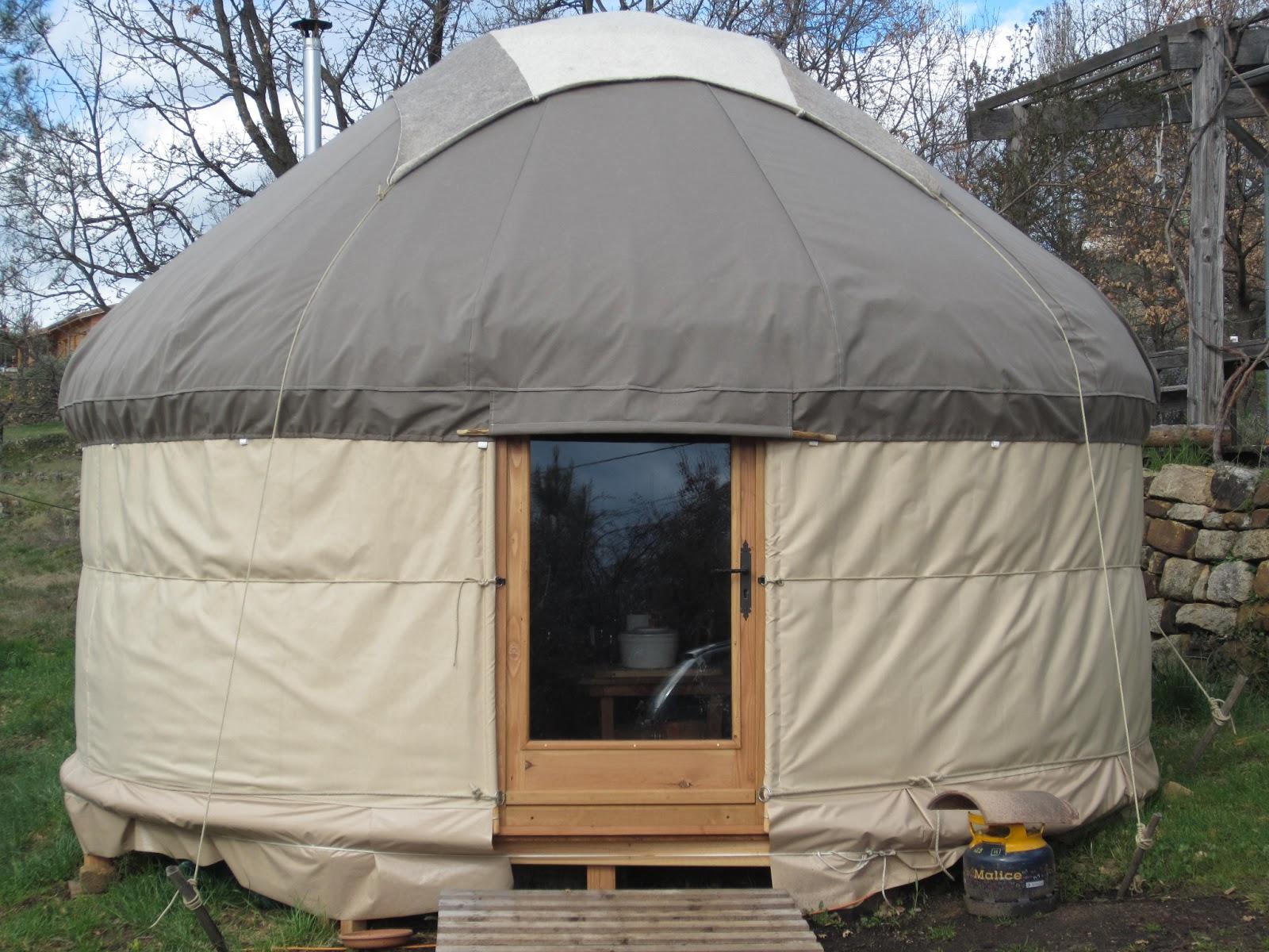 l 39 atelier des coureurs des bois yourte kirghize nautique. Black Bedroom Furniture Sets. Home Design Ideas