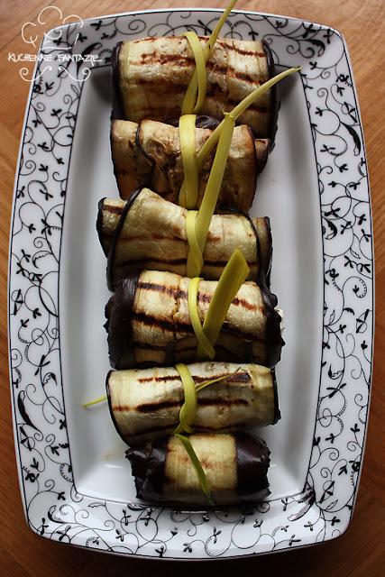 Roladki z bakłażana nadziewane fetą, orzechami włoskimi i ziołami