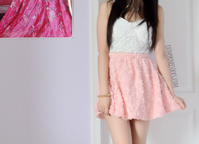 A romantic summer outfit, with a 3D pastel pink rose skirt from Romwe, a white lace bustier, and a floral necklace.
