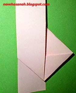 lipatan keempat akan membentuk seperti persegi