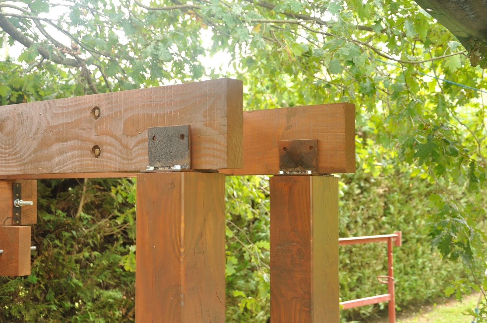 Liaison cabane poteaux la cabane de prout et nonosse - Fixation cabane dans les arbres ...