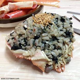 Cabeza de cangrejo rellena de arroz