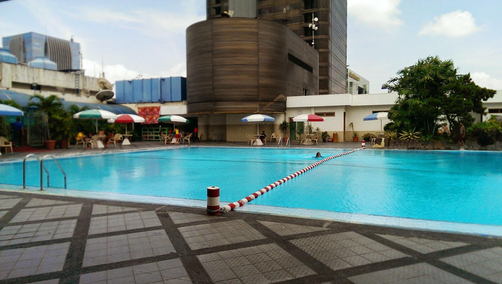 review spek kolam renang di jakarta sky is blue water