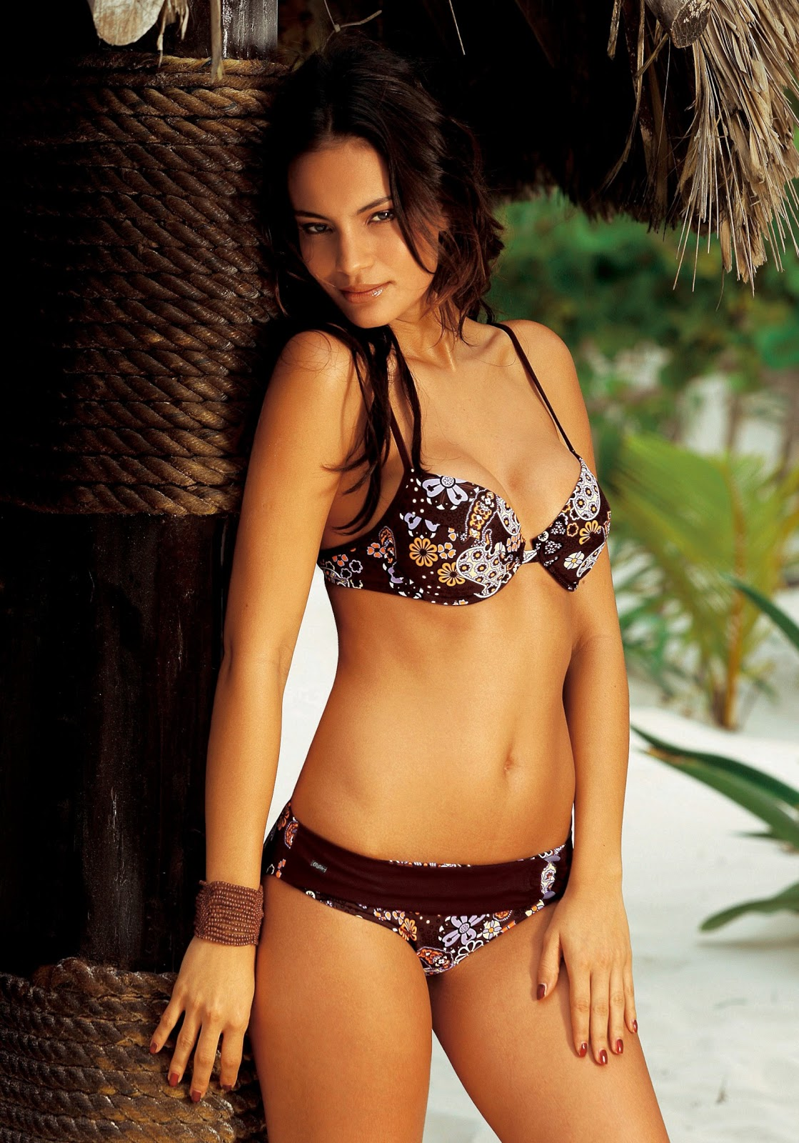 http://4.bp.blogspot.com/-W_UV3u-8LUk/UOKwmKZFXoI/AAAAAAABS40/go2aJ3gv4iM/s1600/Shalana-Santana-hot+(33).jpg