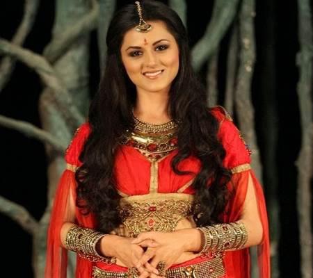 Biodata Lengkap Artis Cantik Riddhi Dogra Pemeran Savitri di Serial Savitri ANTV