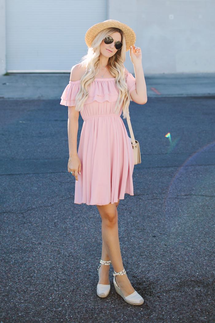 alpargatas-roupas femininas-moda-vestido-moda feminina-chapéu-vestido rosa-vestido curto-comprar vestidos