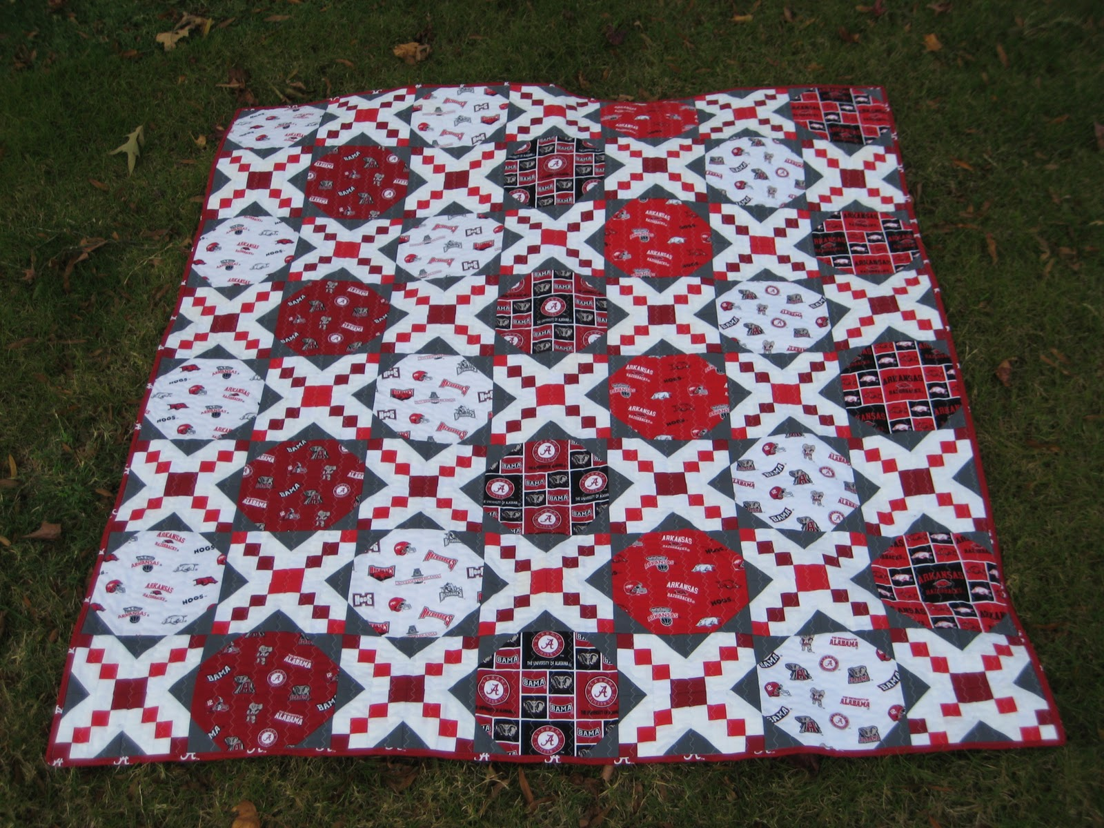 Alabama Football Quilt Pattern http://www.brittneyselbyquilting.com/2011/11/battle-of-sec-west-quilt.html