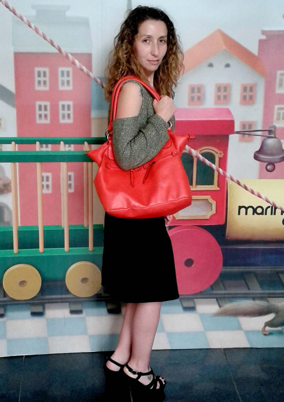 Blogger style: off-shoulder jumper + coral tote. Visit www.forarealwoman.com  #fashion #blogger
