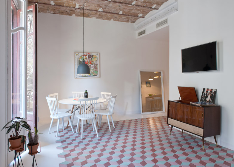 appartamento a barcellona dai colori vivaci in stile art
