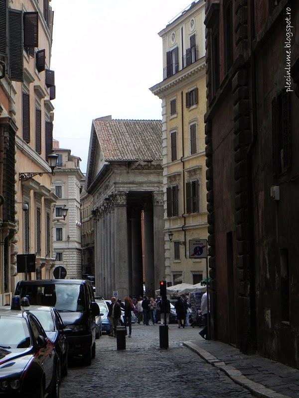 Pantheonul vazut printre cladiri