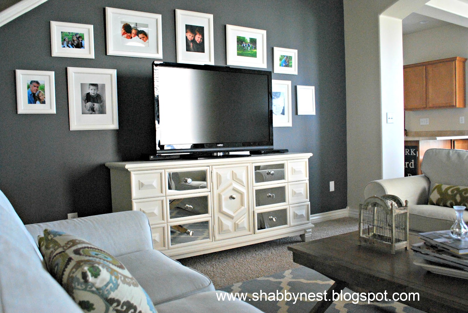 Gray living room walls decorating ideas - 4 10 2012