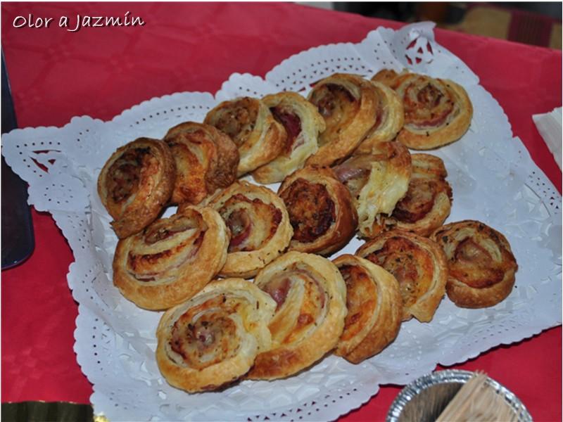 espirales de hojaldre con york queso salchichn y organo