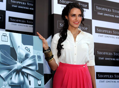 neha dhupia at shoppers stop gift card launch glamour  images