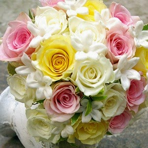 Rose Flowers Delivery in Spain and Price