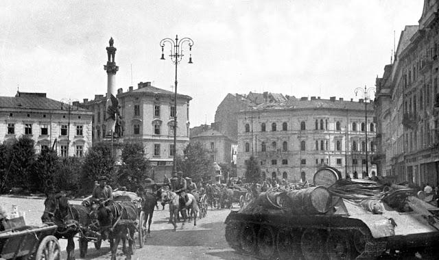 красноармейцы на улицах Львова