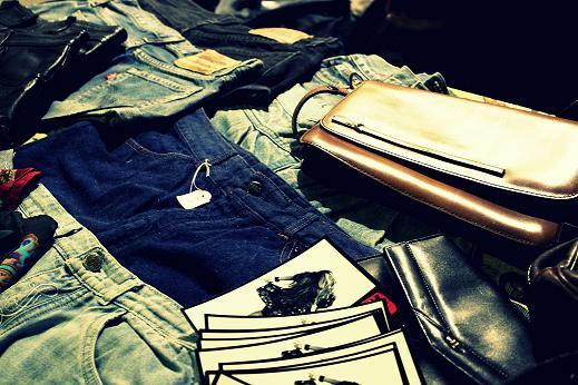 shorts en un mercadillo vintage