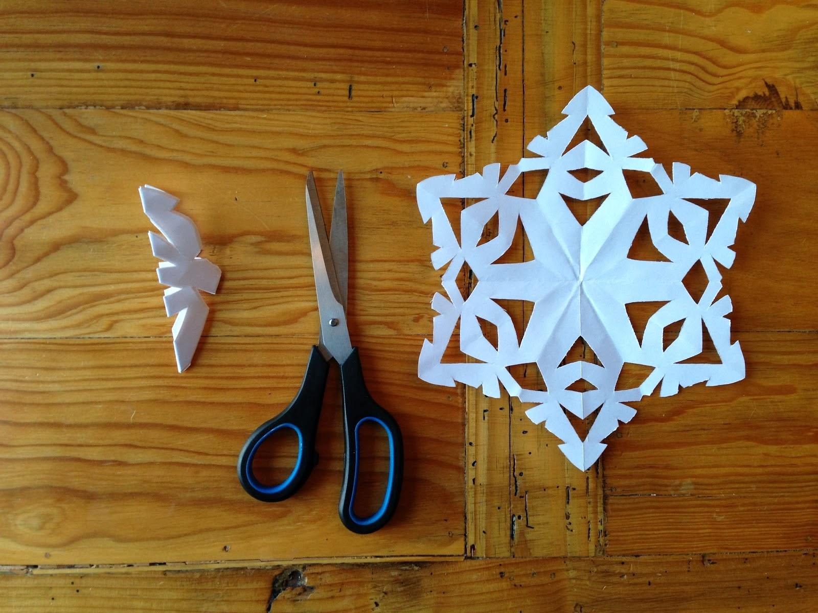 Fiocchi Di Neve Di Carta Da Ritagliare Tutorial : Diy come fare fiocchi di neve con la carta paper snowflakes