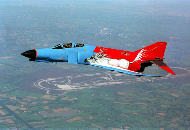 modifiyeli f4 phantom uçağı