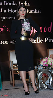 Kareena Kapoor Latest Stills in Black Mini Dress at The Style Diary of a Bollywood Diva  Book Launch  0008
