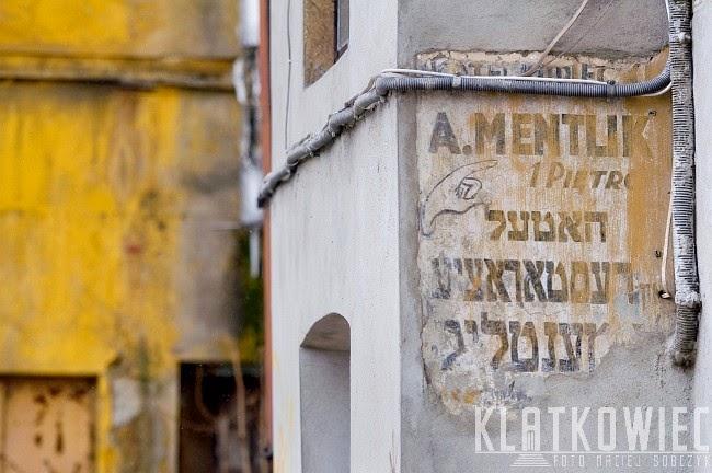 Radom. Reklama hoteli i restauracji A. Mentlik z czasów getta z napisami w języku jidysz (żydowskim)