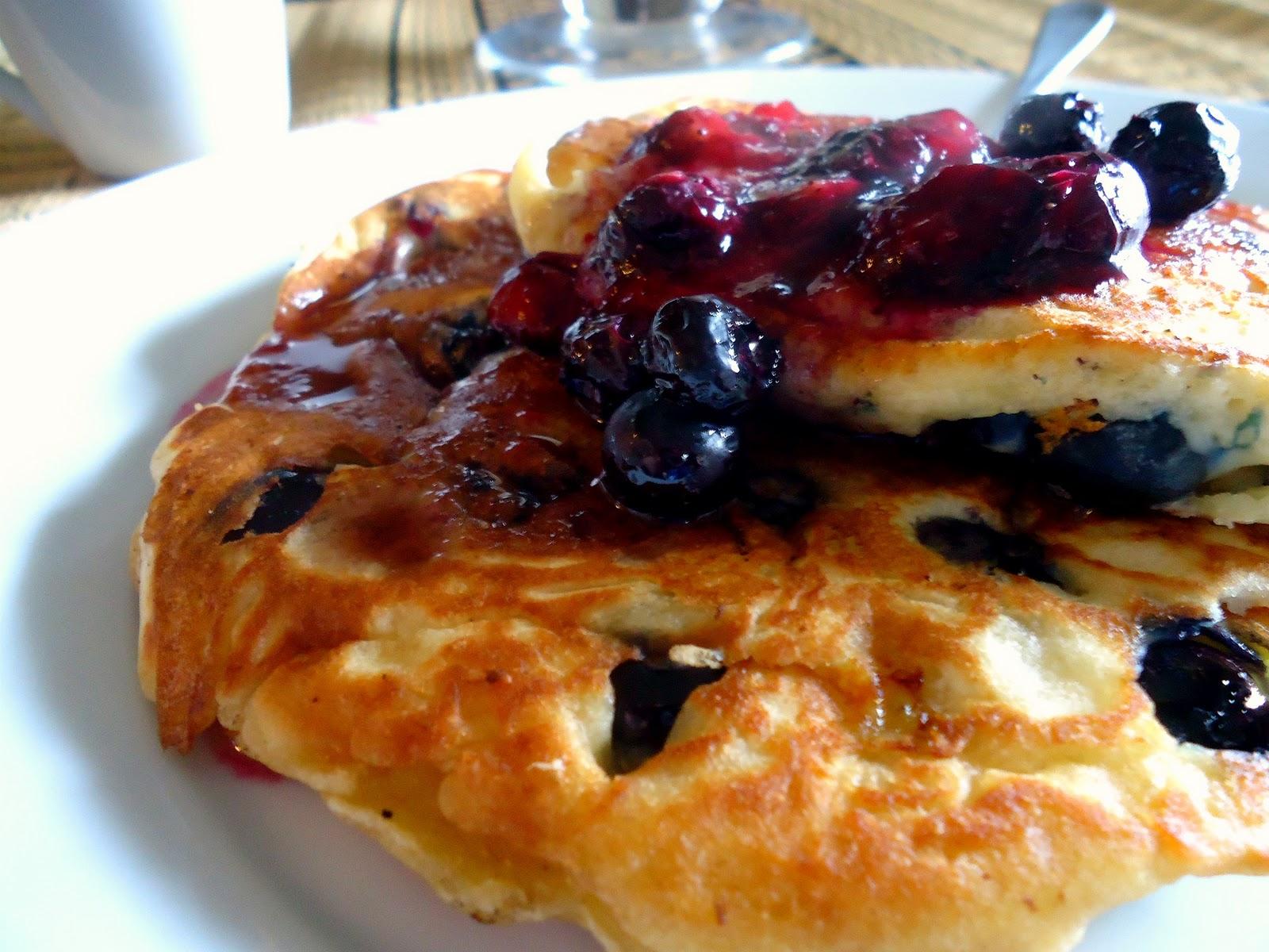 how to make flourless blue berry banana pancakes