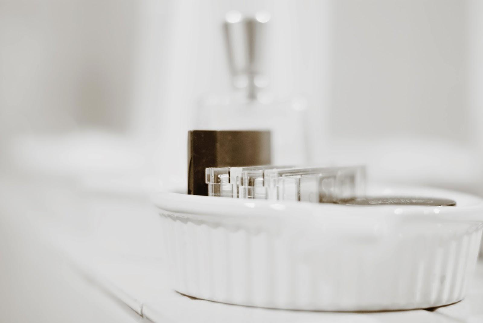 aufbewahrung im bad gruppieren mit auflaufformen iby. Black Bedroom Furniture Sets. Home Design Ideas