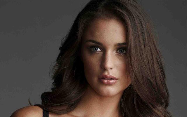 Lauren Budd have a beautiful face