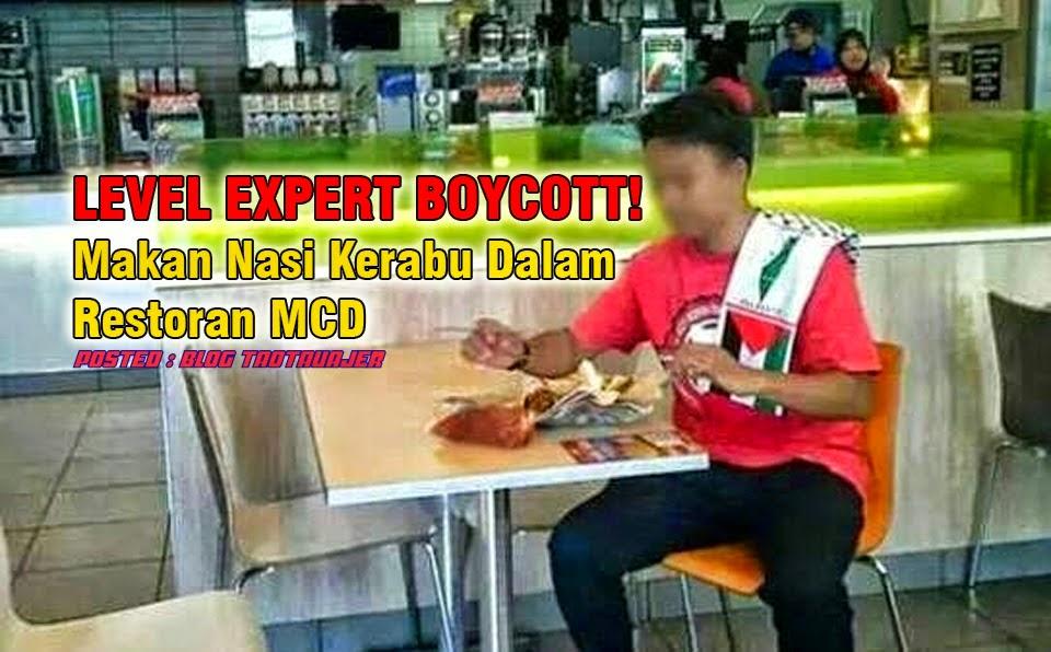 makan nasi kerabu dalam restoran McD