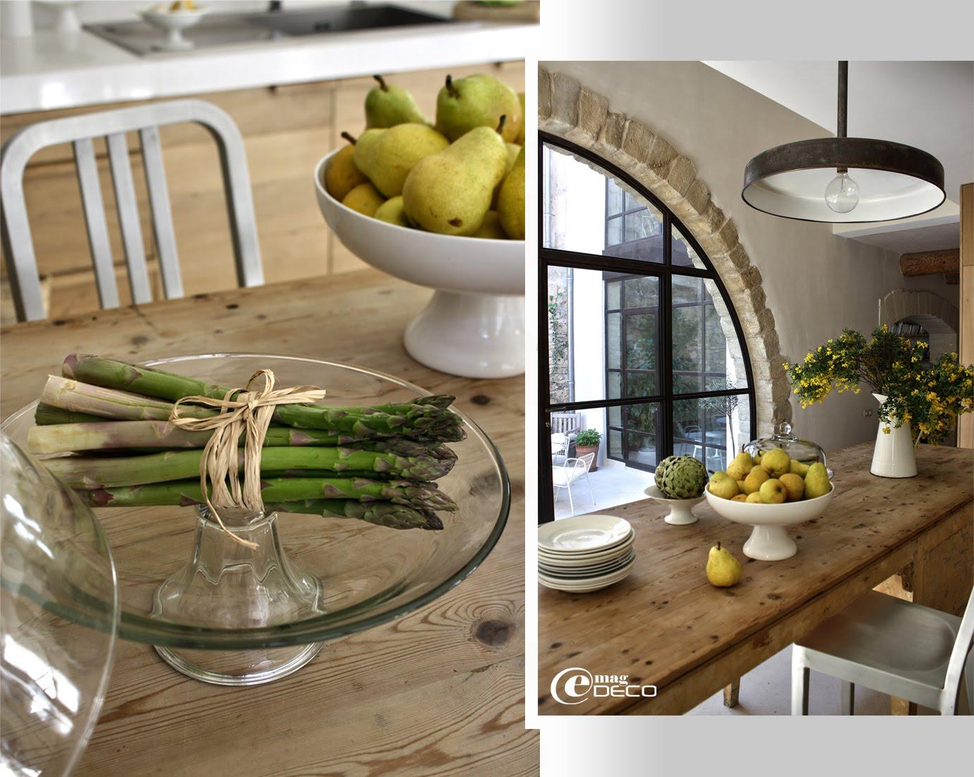 Une cuisine moderne dans un bâtiment ancien réhabilité par l'architecte d'intérieur Marie-Laure Helmkampf