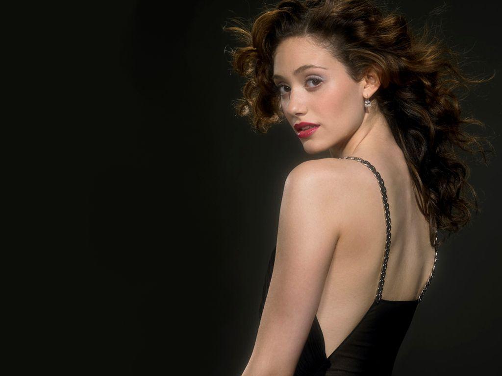 http://4.bp.blogspot.com/-WeZnpkHVxgU/TfdVKJ1--gI/AAAAAAAAFtI/arOUS1p4DVE/s1600/Emmy%2BRossum%2B08.jpg