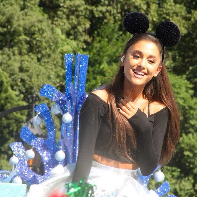 Ariana Grande – Performing at Disney Parks Christmas Parade in Orlando