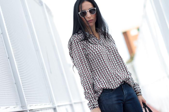 Camisa estampado geométrico y pantalones jeans de Meltin' Pot withorwithoutshoes blogger española moda