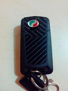 Flip key yg dibalut dengan 3D carbon sticker dan black diamond sticker