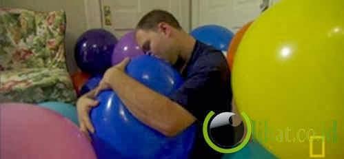 Dave Jatuh Cinta Dengan Balon