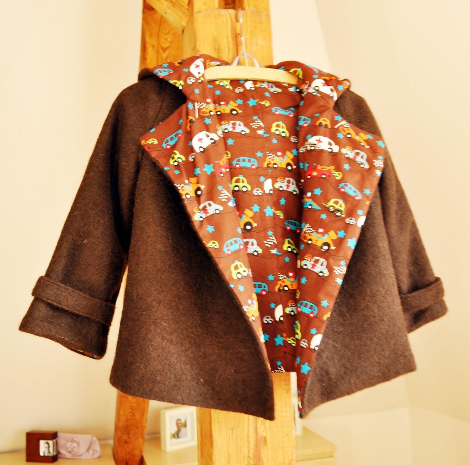 little boy 39 s coat mantel f r kleine jungs. Black Bedroom Furniture Sets. Home Design Ideas