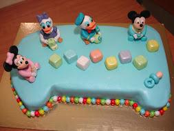 Bolo de 1.º Aniversário do Baby Mickey e amigos
