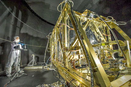 LOOKING INSIDE NASA's THERMAL VACUUM CHAMBER