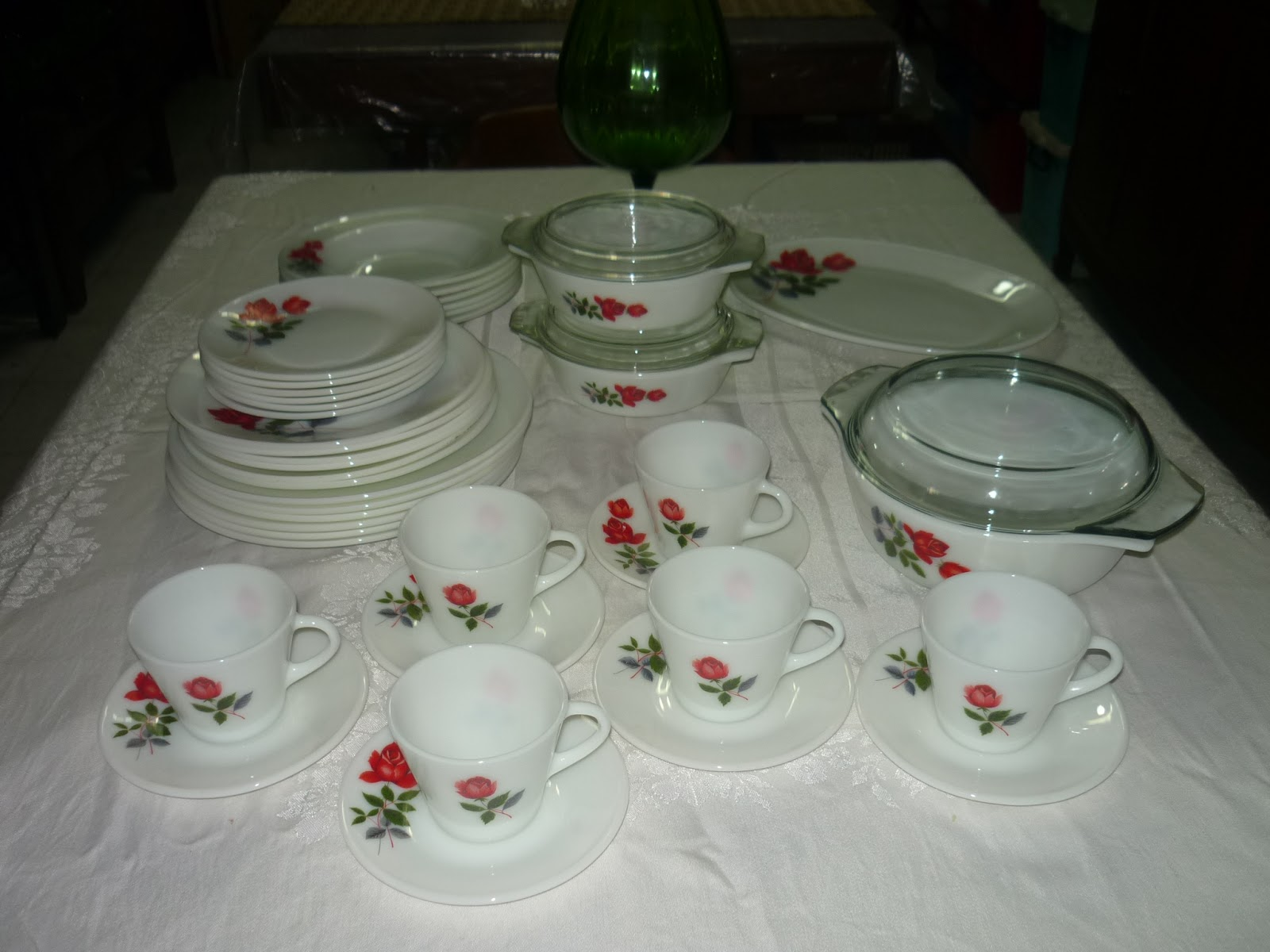 6 ddiner plates 10 inc 6 soup plate 6 salad plate 6 side plates 6 cups 6 saucers 2 small caserol with covers 1 medium caserol with covers & Mamau0027s Heritage: 2015