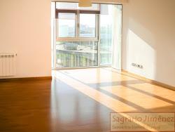 Piso de dos dormitorios en Ronda de Montealto, soleado, dos plazas de garaje. 245.000€