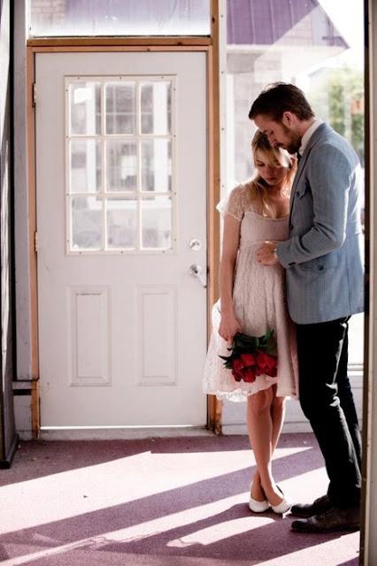 recién casados en la casa nueva