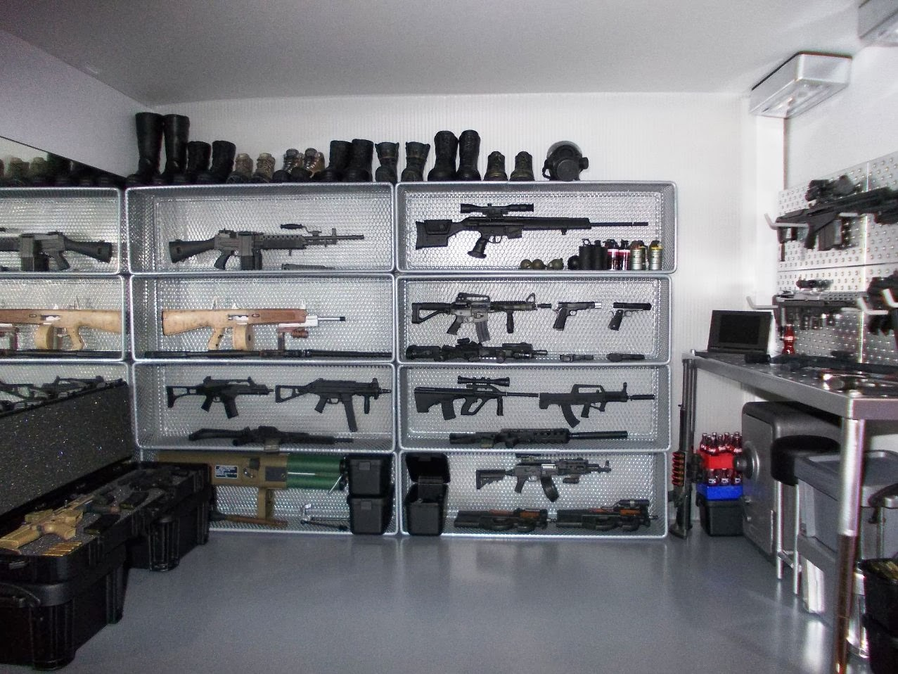 Onesixthscalepictures Original Kitbash 1 6 Weapons Room