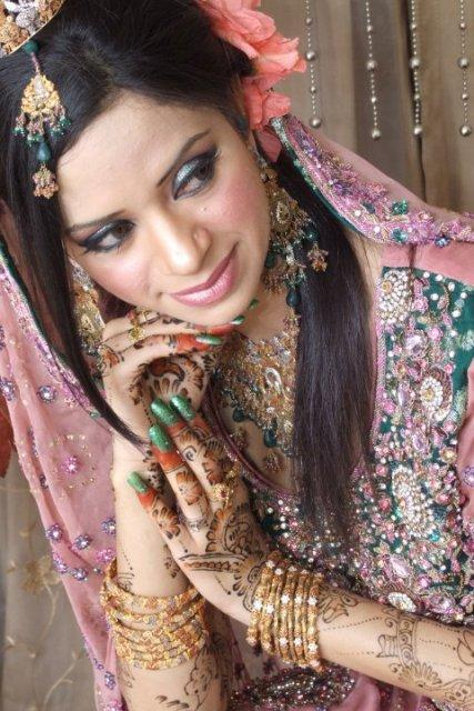 Mehndi Hairstyles Latest : New and latest bridal mehndi dresses hairstyle