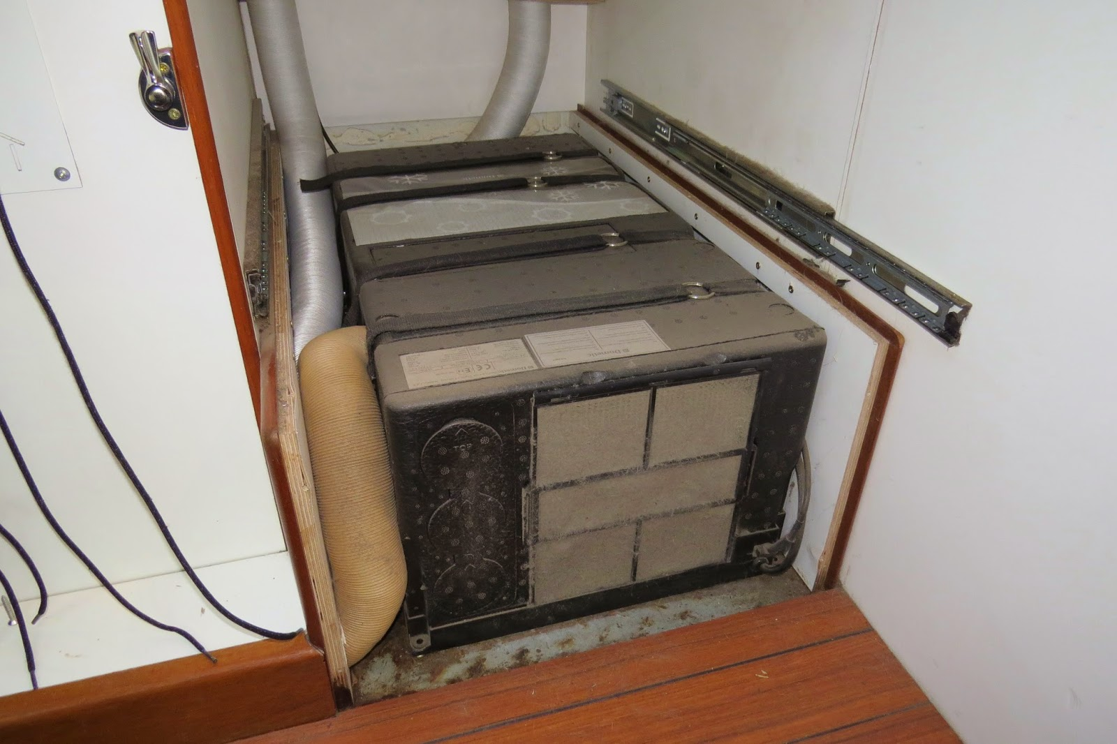Dometic HB2500 floor mounted air conditioner, fitted in Jim the overland motorhome truck