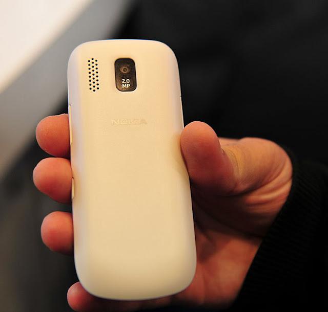 http://4.bp.blogspot.com/-Wg2tISiW468/T03KIltYUII/AAAAAAAAGZ8/v7PoedeM6oI/s1600/21-MWC-2012-Nokia-Asha-302-and-203-Hands-On.jpg
