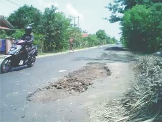 Jalan Propinsi Rusak Parah, Indikasi Gubernur Anak-tirikan Masyarakat Pulau Sumbawa
