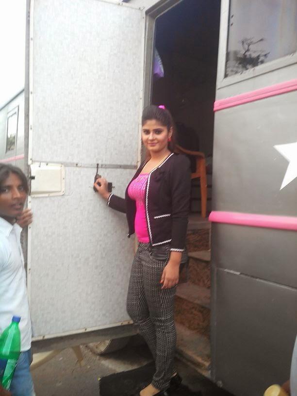 Neha Shree Shooting of  Bhojpuri Movie Rani Ki Hukumat